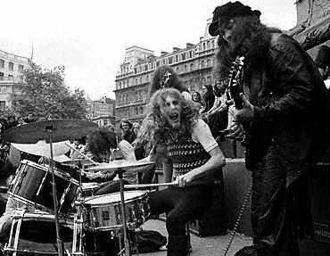 http://www.aural-innovations.com/robertcalvert/collab/images/pinkfairies/fair3y.jpg